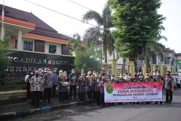 Sosialisasi Zona Integritas menuju Wilayah Bebas dari Korupsi (WBK) dan Wilayah Birokrasi Bersih dan Melayani (WBBM)