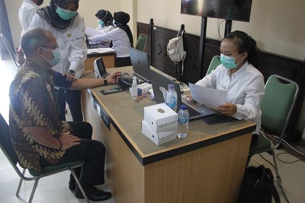 Vaksinasi Covid-19 tahap pertama di Pengadilan Negeri Jember